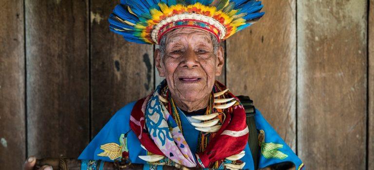 Taita Querubín, cien años tomando yagé: «Tengo que amanecer defendiendo la vida»